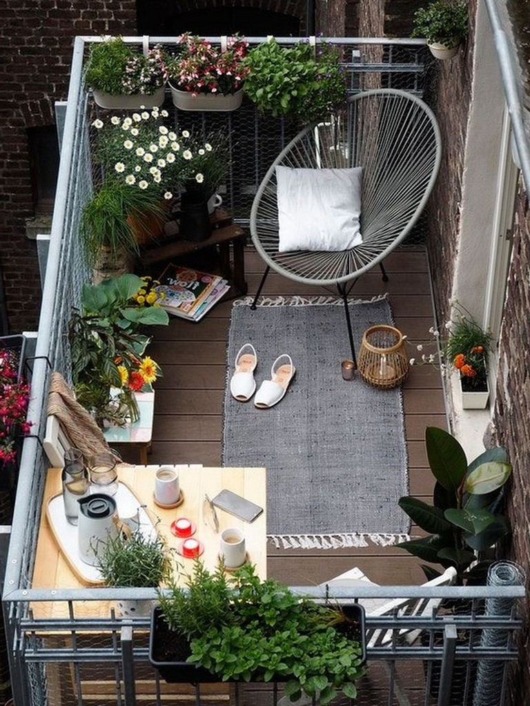 37 Cozy Apartment Balcony Decorating Ideas - Page 41 of 43